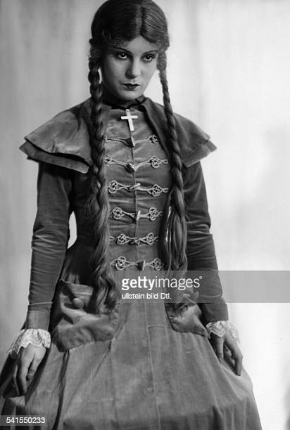 Albu Ruth actress Germany*also Ruth Albu Schnitzleron the operetta 'Muenchenhausen' Theater des Westens Photographer Atelier Jacobi Published by...