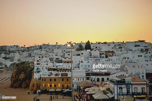 albufeira landscape at dusk - faro city portugal fotografías e imágenes de stock