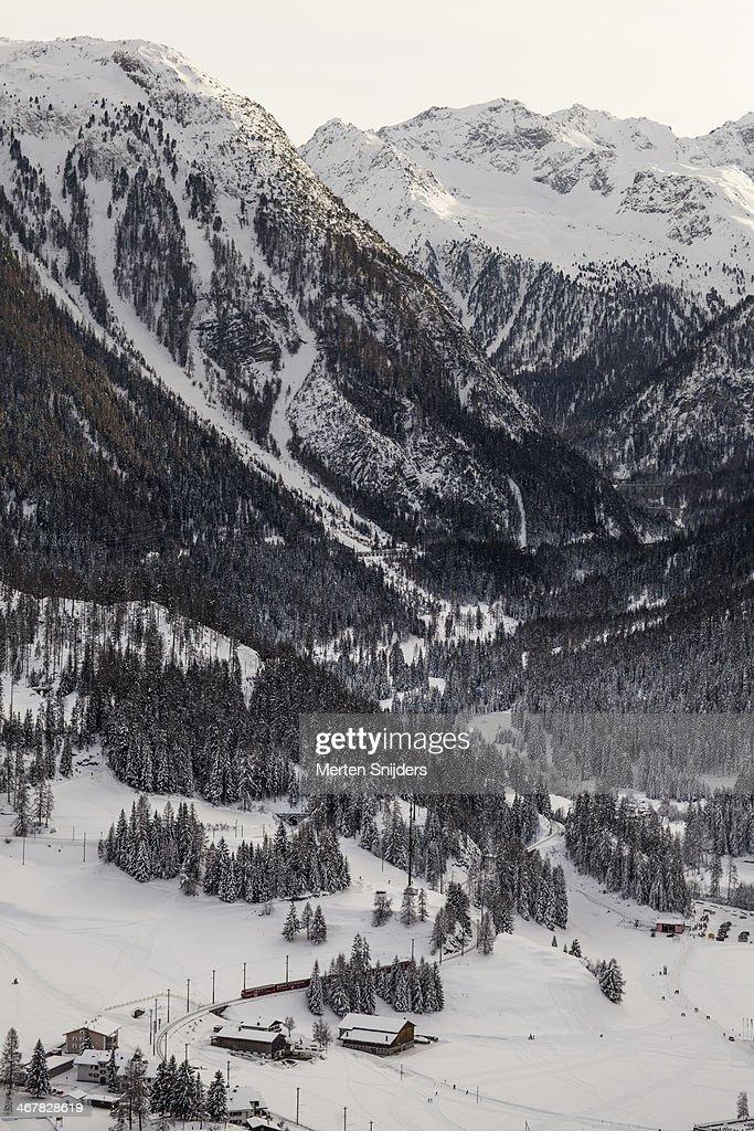 Albula Railway in winter landscape : Stockfoto