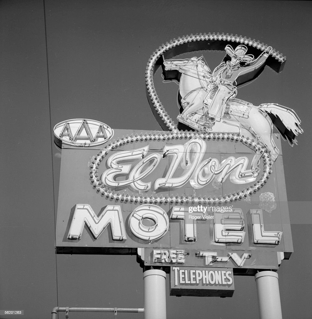 Albuquerque (New-Mexico, United States). Neon sign of a motel. April 1964.