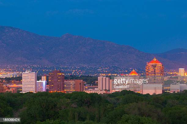 albuquerque skyline at dusk - sandia mountains stock pictures, royalty-free photos & images