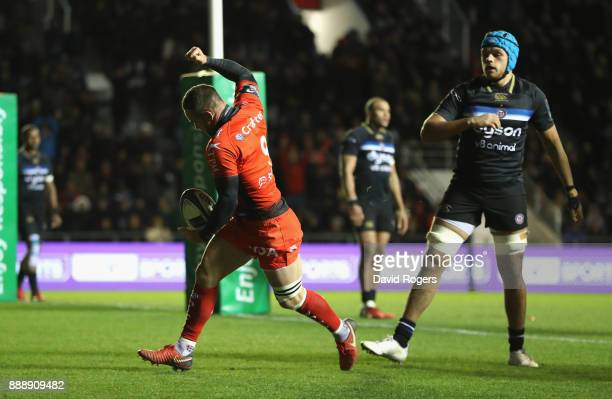 Alby Mathewson of Toulon celebrates after scoring their second try during the European Rugby Champions Cup match between RC Toulon and Bath Rugby at...