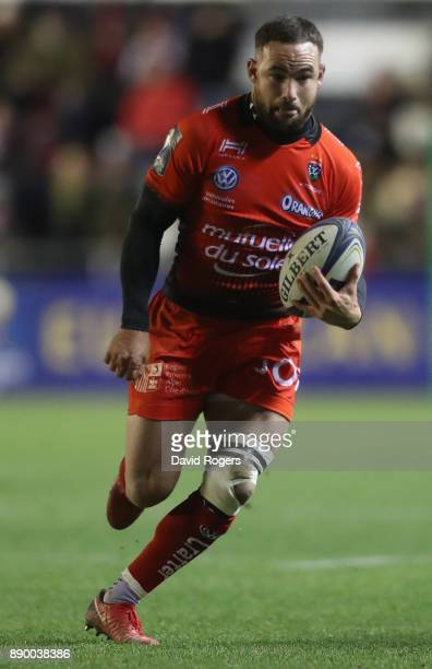 Alby Mathewson of Toulon runs with the ball during the European Rugby Champions Cup match between RC Toulon and Bath Rugby at Stade Felix Mayol on...