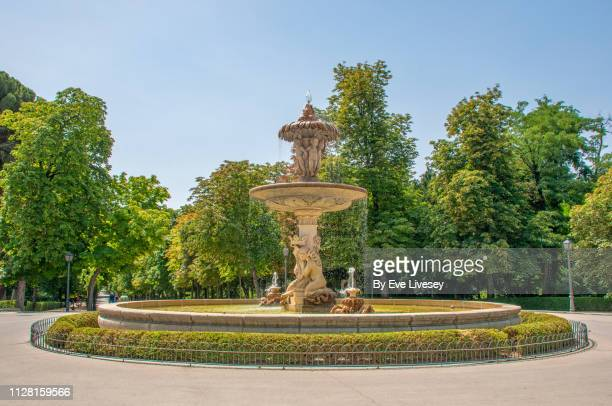 alcachofa fountain - fountain stock pictures, royalty-free photos & images