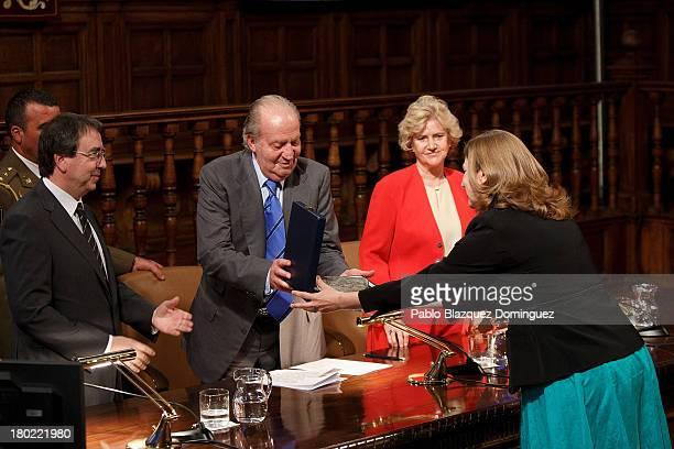 Alcala University President Fernando Galvan Reula , King Juan Carlos of Spain , People Defender Soledad Becerril and Agnieszka Raczynska attend 'Rey...