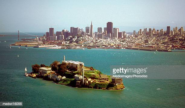alcatraz island and the san francisco bay and skyline of san francisco, california, usa - alcatraz island stock pictures, royalty-free photos & images