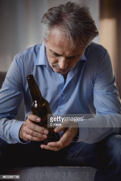 álcool dependência - alcoolismo - fotografias e filmes do acervo