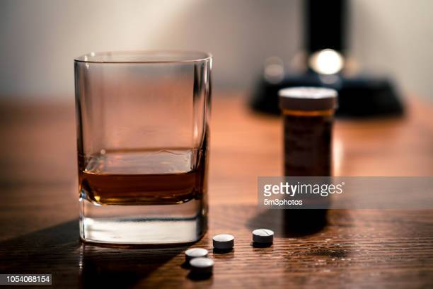 alcohol and opioids a deadly combination - oxycodone stock pictures, royalty-free photos & images