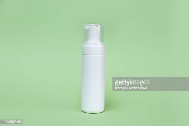 alcohol gel for hand wash - alcool gel imagens e fotografias de stock