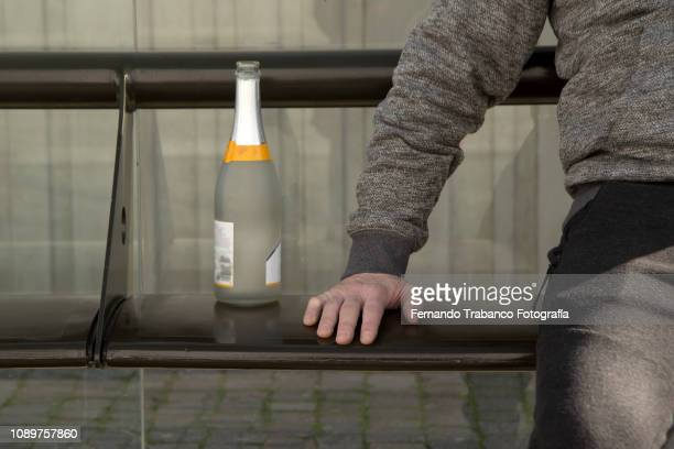 alcoholism - alcoholics anonymous stock pictures, royalty-free photos & images