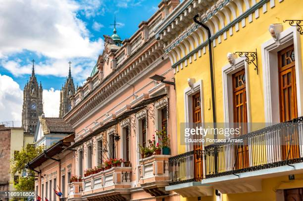 alconies of colonial residential buildings and the two front towers of the basilica of the national vow church - ecuador fotografías e imágenes de stock