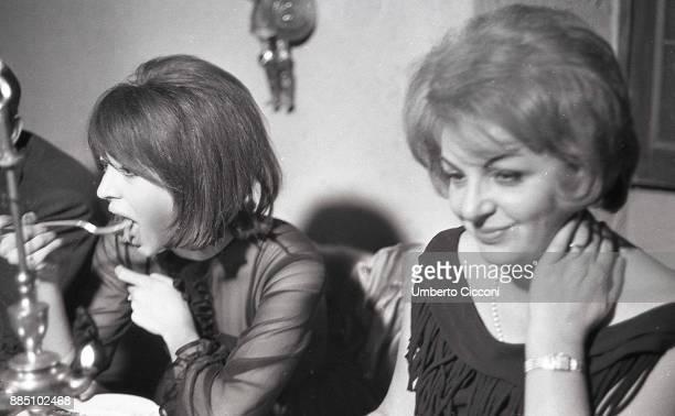 Alda Chelli and Vanda Monte eating at the restaurant 'Angolo di Roma' Rome 1963