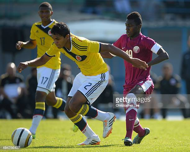 Aldayr Hernandez of Colombia battles with Muaz Al Abdien of Qatar during the Toulon Tournament Group B match between Colombia and Qatar at the Stade...