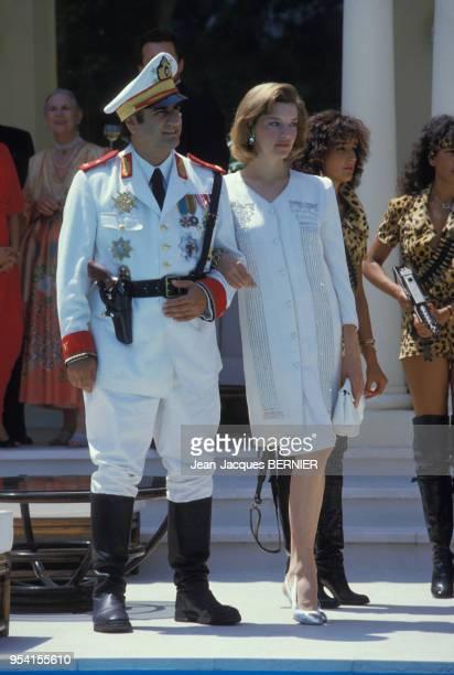 Aldo Maccione et Beth Todd lors du tournage du film 'Pizzaiolo et Mozzarel' réalisé par Christian Gion en juin 1985