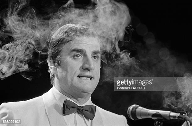 Aldo Maccione lors de l'émission de télévision 'Cadence 3' au Festival de Cannes le 18 mai 1983 à Cannes France