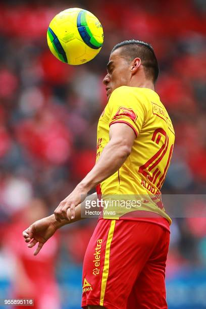 Aldo Rocha of Morelia heads the ball during the quarter finals second leg match between Toluca and Morelia as part of the Torneo Clausura 2018 Liga...