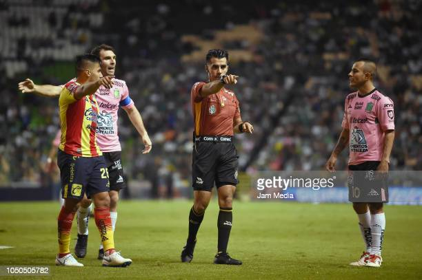 Aldo Rocha of Morelia Mauro Boselli and Luis Montes of Leon argue with the referee Adonai Escobedo Gonzalez during the 12th round match between Leon...