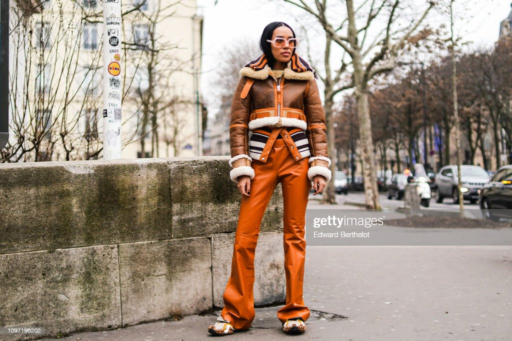 Street Style - Paris Fashion Week - Menswear F/W 2019-2020 : Day Six : News Photo