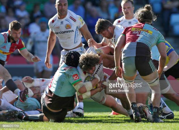 Alec Hepburn of Exeter Chiefs scores a try during the Aviva Premiership match between Harlequins and Exeter Chiefs at Twickenham Stoop on May 5 2018...