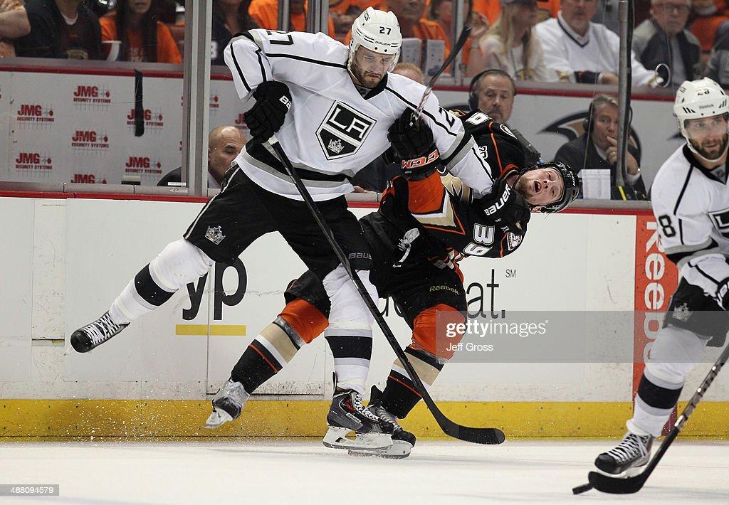 Los Angeles Kings v Anaheim Ducks - Game One : News Photo