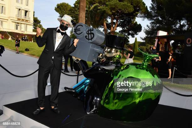 Alec Monopoly poses at the amfAR Gala Cannes 2017 at Hotel du CapEdenRoc on May 25 2017 in Cap d'Antibes France