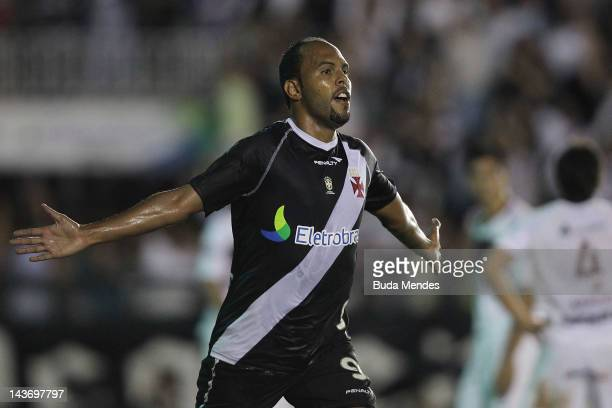 Alecsandro of Vasco da Gama celebrates a scored goal againist Lanus during a match between Vasco da Gama and Libertad as part of Santander...