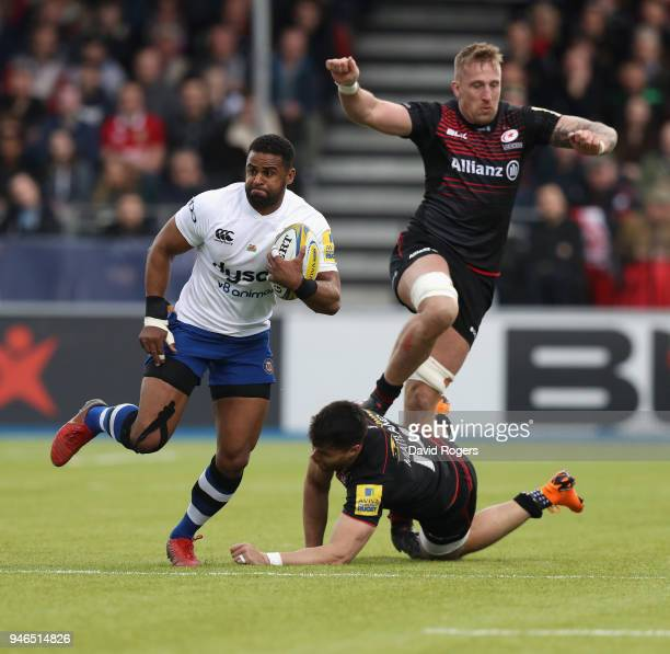 Aled Brew of Bath breaks clear of Dominic Day and Sean Maitland during the Aviva Premiership match between Saracens and Bath Rugby at Allianz Park on...