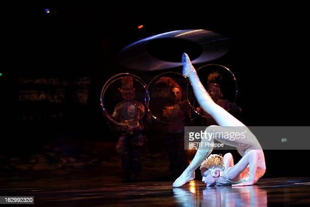 Alegria New Show Of Cirque Du Soleil Le Cirque du soleil présente son nouveau spectacle 'Alegria' sous son chapiteau à BARCELONE jeune acrobate se...