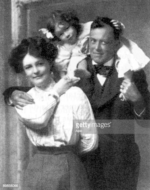 Aleister Crowley english mystic black magus in Victorian England founder of the cabbala here with his wife Rose Kelly and their daughter Zaza c 1906
