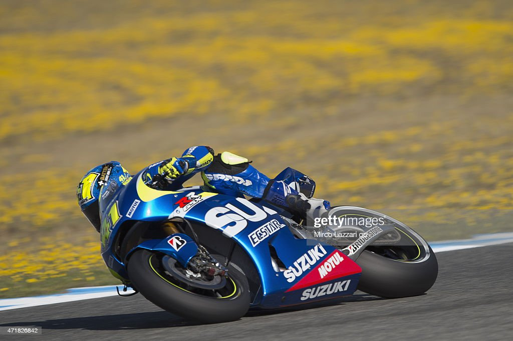 Aleix Espargaro of Spain and Team Suzuki MotoGP rounds the bend during the MotoGp of Spain - Free Practice at Circuito de Jerez on May 1, 2015 in Jerez de la Frontera, Spain.