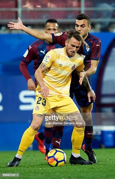 Aleix Garcia of Girona FC duels for the ball with Joan Jordan of SD Eibar during the La Liga match between SD Eibar and Girona FC at Ipurua Municipal...