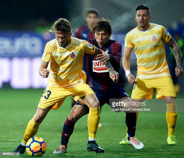 Aleix Garcia of Girona FC duels for the ball with Takashi Inui of SD Eibar during the La Liga match between SD Eibar and Girona FC at Ipurua...