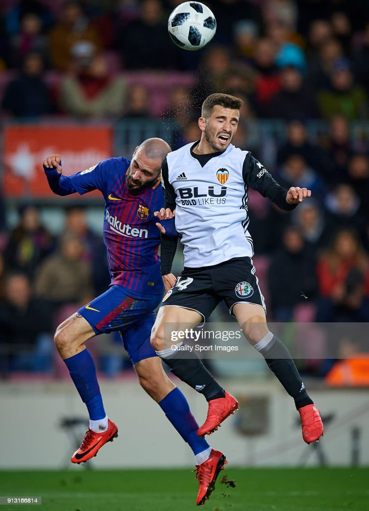 Aleix Vidal (L) of Barcelona competes for the ball with Jose Luis Gaya of Valencia during the Copa del Rey semi-final first leg match between FC Barcelona and Valencia CF at Camp Nou on February 1, 2018 in Barcelona, Spain.