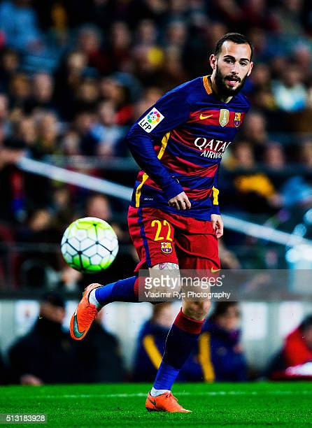 Aleix Vidal of Barcelona controls the ball during the La Liga match between FC Barcelona and Sevilla FC at Camp Nou on February 28 2016 in Barcelona...