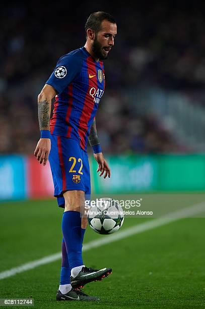 Aleix Vidal of Barcelona controls the ball during the UEFA Champions League Group C match between FC Barcelona and VfL Borussia Moenchengladbach at...