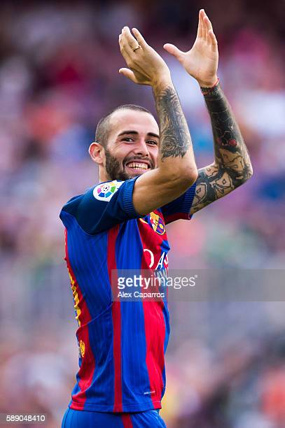 Aleix Vidal of FC Barcelona applauds during the team official presentation ahead of the Joan Gamper trophy match between FC Barcelona and UC...