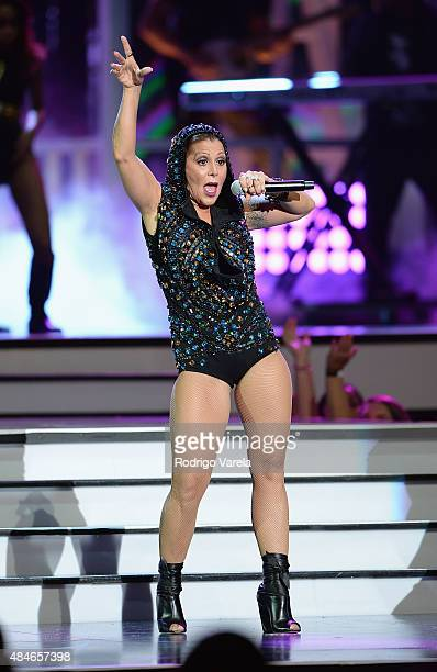 "Alejandra Guzman performs onstage at Telemundo's ""Premios Tu Mundo"" Awards 2015 at American Airlines Arena on August 20, 2015 in Miami, Florida."