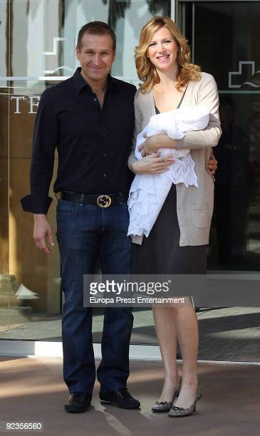 Alejandra Prat and her husband Juan Manuel Alcaraz presents their newborn baby Alejandro on October 26 2009 in Barcelona Spain Alejandro was born on...