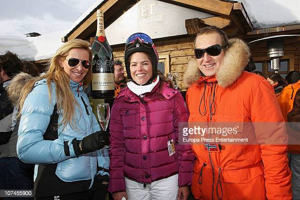Alejandra Prat Cristina VallsTaberner and Juan Manuel Alcaraz are seen on holidays in Baqueira Beret on December 9 2010 in Baqueira Beret Spain