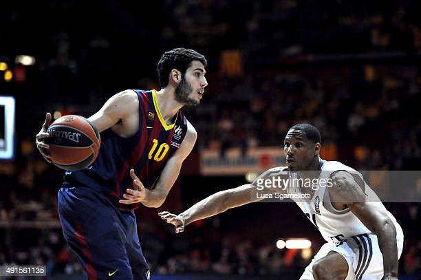 Alejandro Abrines #10 of FC Barcelona competes with Tremmell Darden #21 of Real Madrid during the Turkish Airlines EuroLeague Final Four Semi Final A...