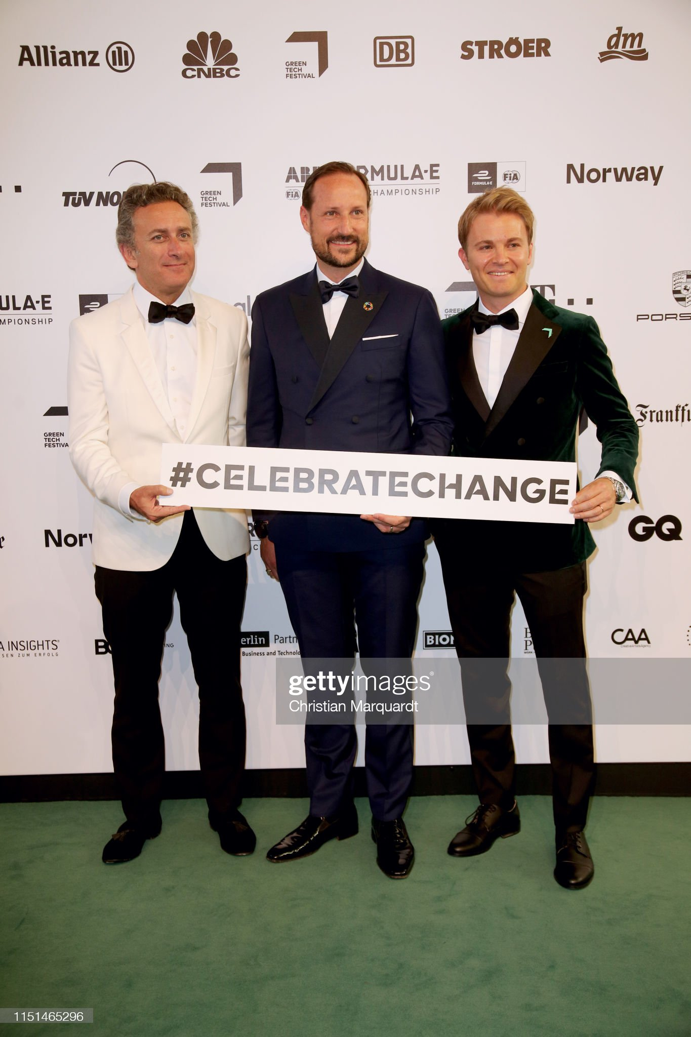 ¿Cuánto mide Alejandro Agag? - Altura - Real height Alejandro-agag-crown-prince-haakon-of-norway-and-nico-rosberg-attend-picture-id1151465296?s=2048x2048