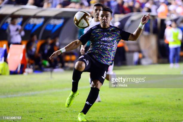 Alejandro Berber of Alebrijes controls the ball during the Final second leg match between Alebrijes de Oaxaca and Zacatepec as part of the Torneo...