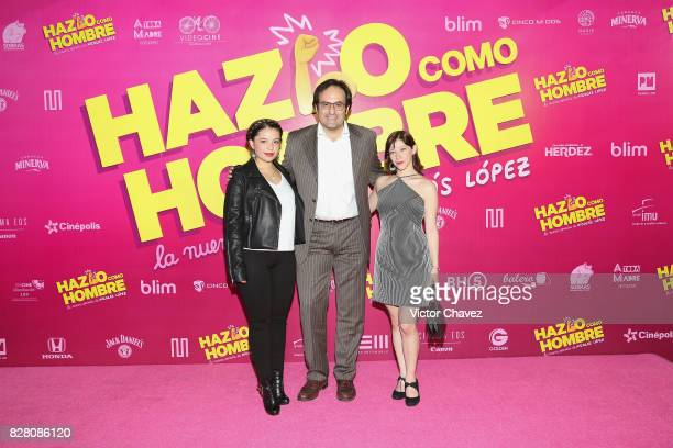 Alejandro Calva and guests attend the 'Hazlo Como Hombre' Mexico City premiere at Cinepolis Oasis Coyoacan on August 8 2017 in Mexico City Mexico