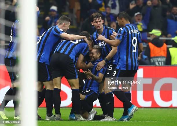 Alejandro Dario Gomez of Atalanta BC celebrates his goal with his teammats during the UEFA Champions League group C match between Atalanta and Dinamo...