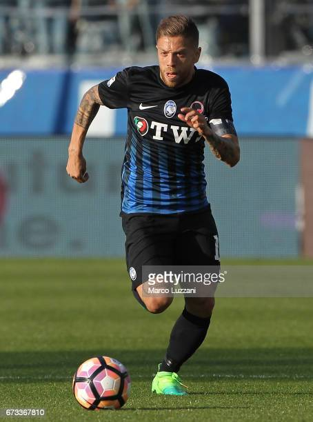 Alejandro Dario Gomez of Atalanta BC in action during the Serie A match between Atalanta BC and Bologna FC at Stadio Atleti Azzurri d'Italia on April...