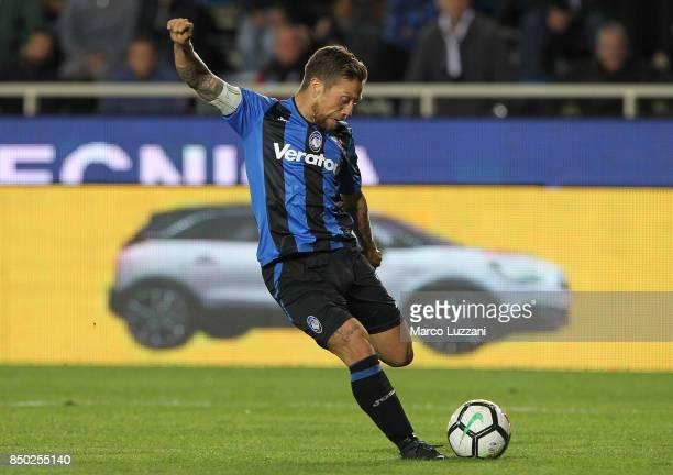 Alejandro Dario Gomez of Atalanta BC scores his goal during the Serie A match between Atalanta BC and FC Crotone at Stadio Atleti Azzurri d'Italia on...