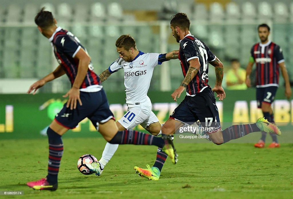 Alejandro Dario Gomez of Atalanta BC scores the goal 0-3 during the Serie A match between FC Crotone and Atalanta BC at Adriatico Stadium on September 26, 2016 in Pescara, Italy.