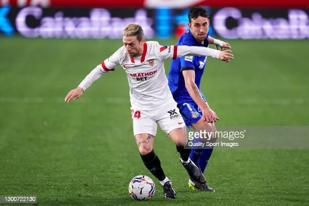 Alejandro Darío 'Papu' Gómez of Sevilla FC competes for the ball with Jaime Mata of Getafe CF during the La Liga Santander match between Sevilla FC...