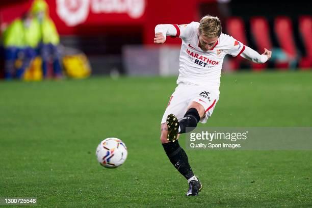 Alejandro Darío 'Papu' Gómez of Sevilla FC shots to goal during the La Liga Santander match between Sevilla FC and Getafe CF at Estadio Ramon Sanchez...