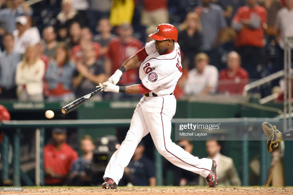 Alejandro De Aza #17 of the Washington Nationals gets a game-winning hit to score Anthony Rendon #6 in the ninth inning during a baseball game against the Pittsburgh Pirates at Nationals Park on September 28, 2017 in Washington, DC.
